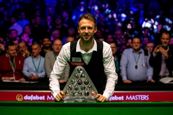 Judd-Trump-with-Masters-Trophy