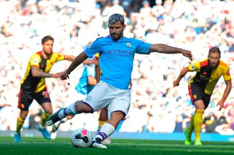 Sergio Aguero scores against Man City