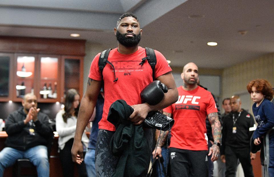 Curtis Blaydes walks towards the arena.